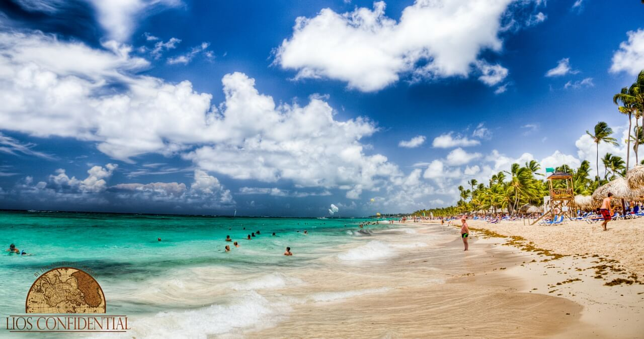 Beach in Dominican Republic with expats standing on the shore