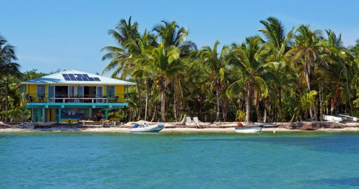 A trpoical house by the Caribbean in Bocas Del Toro, Panama